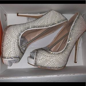 Amazing wedding shoes worn for  45 minutes